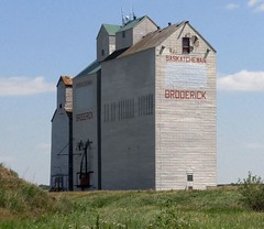 Broderick SK Grain Elevator 20170714_141547 (CanadaGood) Tags: canada saskatchewan sk broderick building grainelevator agriculture prairie cameraphone 2017 thisdecade canadagood colour color blue green red