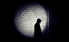 sihouette (ThorstenKoch) Tags: streetphotography street strasse stadt schatten silhouette night hat hut man mystic monochrome fujifilm fuji xt10 city candit spotlight pov photography people picture photographer pattern