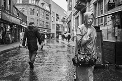 Irland Street Belfast Frau 237 b&w (rainerneumann831) Tags: bw blackwhite street streetscene ©rainerneumann urban monochrome candid city streetphotography blackandwhite