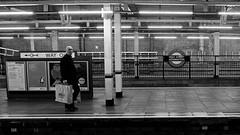 The Bagman (Andy Burton Oz) Tags: nikond7200 flickrexport kensingtonhighstreet electrictrain uk england unitedkingdom undergroundstation andyburton londonunderground royalboroughofkensingtonandchelsea andyburtonoz train burtonandy 2017 aperture36 tubestation afsdxzoomnikkor1855mmf3556gedii londonstreets