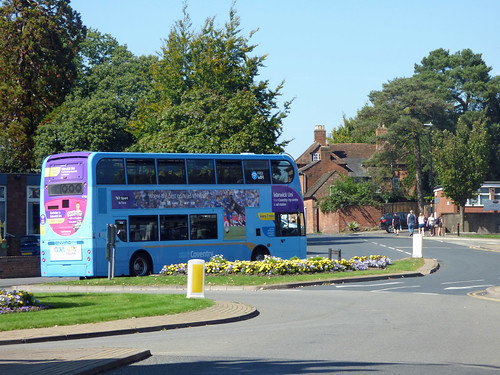 Abbey End, Kenilworth - National Express Coventry bus to Warwick University