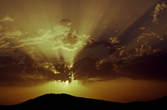 Atardecer en Cómpeta (portalealba) Tags: cómpeta axarquía málaga andalucía españa spain sunset atardecer portalealba pentax pentaxk50 nubes sol nwn