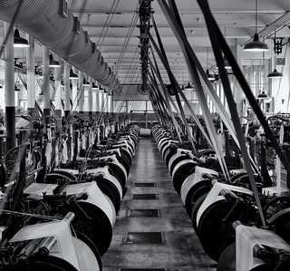 Weaving loom hall