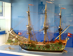 A 200 years ol model of a Danish warship at Springeren Maritimt oplevelsescenter, 16. september 2017. Foto: Per Ryolf (perryolf) Tags: fotoperryolf aalborg springerenmaritimtoplevelsescenter ubåd mtb torpedobåd ship ships schiff schiffe skibe skib marinemuseum