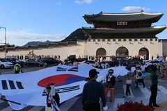 Demonstration at Gwanghwamun in Seoul, Korea (mbphillips) Tags: korea 한국 韓國 seoul 서울 asia 亞洲 gwanghwamun 광화문 光化門 jongnogu 종로구 鐘路區 canonefs24mmf28stm canon80d mbphillips fareast people gente 人 사람들