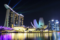 Marina Bay Sands II (_Hadock_) Tags: marina bay sands hotel night nightphotography photography long exposure travel holidays singapore singapur lights noche luces green pink city cityscape foto tripode tripod manfroto manfrotto beffree befree nikon d750 tamron 2470 vc f28 wide angle flare creative commons comons full resolution fullres free building laser reflection water sea mirror longexposure