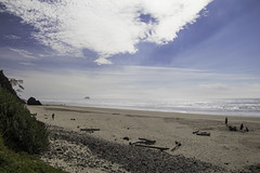A teasing fog (aerojad) Tags: eos canon 80d dslr 2017 summer outdoors oregon roadtrip vacation travel wanderlust westcoast bestcoast pnw pacificnorthwest pacificocean ocean landscape seascape hugpoint cliff cliffs rock rocks beach sand wave waves 101 hwy101 highway101 clouds