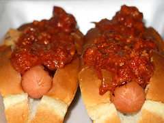 Chili dogs (Coyoty) Tags: cornercafe tunxiscommunitycollege farmington connecticut ct college cafe food chili chilidogs hotdogs meat bread buns red brown crust twins duo sauce white sausage bokeh dof depth depthoffield close closeup sometimessavory
