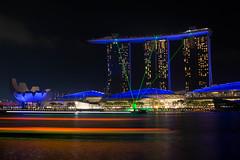 Marina Bay - Light Show (Salvatoren) Tags: singapur asia marinabay marinabaysands longexposure largaexposición night lights reflection reflejo water