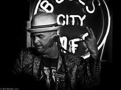 Black and Blue's 3 (Neil. Moralee) Tags: neilmoralee usa2017neilmoralee man music hat mature blues beale street cafe city jacket shirt artist black white mono monochrome blackandwhite nikon d7200 neil moralee memphis tennessee usa entertainer salute finger jaz rock roll sad country western pop elvis presley dance microphone dark sound night