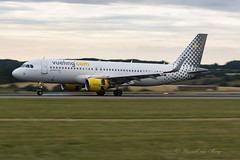 VLG_A320SL_ECLVU_LTN_JUL17 (Yannick VP) Tags: civil commercial passenger pax jet jetliner airliner vueling airbus airlines a320 320200 sharklets eclvu luton airport ltn eggw uk unitedkingdom europe july 2017 panning