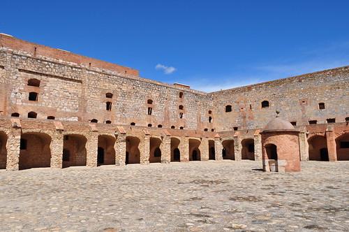 Cour de la forteresse (XVe-XVIe), Salses, Corbières maritimes,   Roussillon, Occitanie, France.