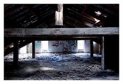 Le domaine abandonné : Vide grenier (Pascal.M (bong.13)) Tags: urbex d3200 nikon abondonné ancien ruine france vaucluse provence lumière clair obscur
