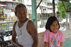 pretty girl with her tattooed grandfather (the foreign photographer - ฝรั่งถ่) Tags: pretty girl tattooed grandfather grandpa khlong thanon portraits bangkhen bangkok thailand nikon d3200