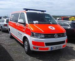 Volkswagen T5 - MTW (michaelausdetmold) Tags: einsatz blaulicht rettung rettungsdienst drk mtw volkswagen vw t5 bruchsal badenwürttemberg
