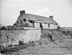 Peelers and Bailiffs at Somers Fort (National Library of Ireland on The Commons) Tags: robertfrench williamlawrence lawrencecollection lawrencephotographicstudio thelawrencephotographcollection glassnegative nationallibraryofireland eviction somersfort coolroe cowexford ric royalirishconstabulary bailiffs slatedroof bayonet hermitofcoolroe landwar countywexford locationidentified jamessomers planofcampaign