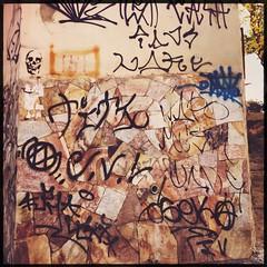 urban (meeeeeeeeeel) Tags: hipstamatic iphone iphoneography urbano brazil brasil minasgerais minas mg bh urbanart urban streetart muropichado pixação pixo pichação tagging belohorizonte