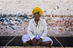 PATTADAKALL:PORTRAIT D'UN VIEUX PAYSAN (pierre.arnoldi) Tags: inde india pattadakall on1raw karnataka portraitdhomme paysan canon6d pierrearnoldi photoderue photooriginale photocouleur tamron
