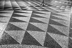 Noites em Lisboa (Hendrik Lohmann) Tags: street streetphotography night nightlife nightshot nikon blackandwhite urban people lisboa lisbon lissabon hendriklohmann