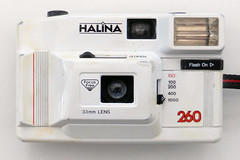 Halina 260 (pho-Tony) Tags: photosofcameras halina260 halina 260 35mm fixedfocus 33mm 33mmlens 1980s china chinese hong kong hongkong plastic white simple analog analogue haking