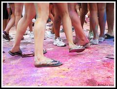 Holi feet (Estibaliz Llano Vicente) Tags: fiestas madalenak madalenas renteria errenteria orereta gipuzkoa guipuzcoa jaiak concurso contest 2016 pies feet holi fest color colour