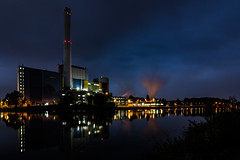 Industrie am Rhein-Herne-Kanal ... Oberhausen (gabrieleskwar) Tags: outdoor oberhausen himmel wasser wolken industrie spiegelung lichter leuchten farbe rauch blau