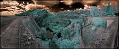 Resclosa de Buendía (Ar@lee) Tags: cuenca árbol bordeparafotos clouds colours construcción d50 espectrocompleto exteriors españa fullspectrum fotografíainfrarroja filtre680nm green ir sky nikond50 nubes photographyinfrared panorámica paisaje trees puente buendía