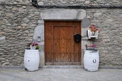 Entrada (Jordi sureda) Tags: façana porta photography pointofview white simple stone senzill composition detail
