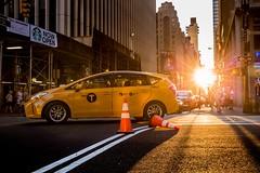 Broadway sunset (kareszzz) Tags: nyctaxi cab turn broadway canon6d ef24105 newyork usa ny citylife afternoon sunset sundown 2017 june summer bigcitylife manhattan photowalk taxi intersection people street streetphotography urbanphotography w40thst sunglare backlit