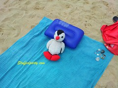 pinguin (georgideshev) Tags: plushies toys stuffedanimals sea beach holiday penguin plush