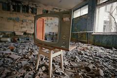 Призрак пропаганды / Ghost of the propaganda (spoilt.exile) Tags: украина чернобыльскаязонаотчуждения радиация чернобыльскаякатастрофа чернобыль припять школа заброшено пленка скан ukraine chernobylexclusionzone radiation chernobyldisaster chernobyl pripyat school abandoned ngc