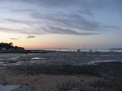 Coucher de soleil à Bourcefranc-le-Chapus,face à l'île d'Oléron, Charente-Maritime (Marie-Hélène Cingal) Tags: nouvelleaquitaine poitoucharentes charentemaritime 17 france sudouest bourcefranclechapus sunset coucherdesoleil