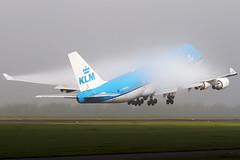 PH-BFG, Boeing 747-406, KLM (Freek Blokzijl) Tags: klm jumbo polderbaan fog mist humid autumn schiphol eham ams planespotting canon amsterdam boeing747 747400 takeoff rotation departure condendation vortex september