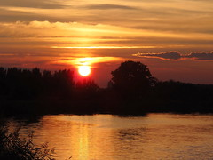 Sun set down in September (swetlanahasenjäger) Tags: flussryck goldenestundedesabend greifswald mecklenburgvorpommern deutschland nwn saariysqualitypictures coth coth5 platinumheartaward