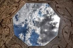 Octagonal perspective (Aránzazu Vel) Tags: casteldelmonte perspectiva perspective castle castillo castello sky cielo nubes nubi clouds octagonal