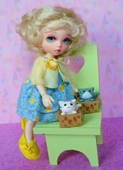 Sioban and her kitten (Antiphane) Tags: bjd tiny 18 resin doll pukifee luna fairyland