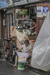 Hutong Small Business (Tom Kilroy) Tags: asia people street urbanscene transportation editorial market citylife cultures southeastasia asianethnicity thailand eastasianculture selling poverty marketvendor india city travel asianandindianethnicities