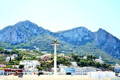 Capri-Italia (https://travelnelmondo.blogspot.it/) Tags: monti case paesaggio cielo capri isola