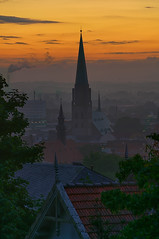 Sunrise over Bielefeld (Jens Flachmann) Tags: nikolaikirche sunrise architecture architectural church bielefeld germany morning earlymorning color town city summer