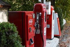 Roadside Coke (trochford) Tags: cocacola coke machine vendingmachine 1950s westinghouse wc42t 10cents bottles mobil mobilgas mobiloil gasstation gasolinestation petrolstation americana gordonsmobil newburynh newburynewhampshire nh newhampshire newengland usa outdoor ef24105mmf4lisusm ef24105