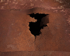 (Photocalle) Tags: gap hole wall rost fs171001 konst fotosondag rust