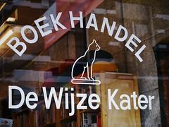 """De Wijze Kater"" (Long Sleeper (busy!)) Tags: street shop sign text cat dewijzekater boekhandel glass window reflection reflections utrecht holland thenetherlands lumixg425mmf17asph dmcgx1"
