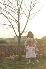 I'll walk by your side (sonia.sanre) Tags: niñas kids girls children sunset nature hermanas living learning pasitos steps sisters walk