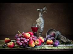 BODEGÓN CON FRUTAS (Miguel Calleja) Tags: bodegón stilllife stilleben frutas fruits ciruelas plums uvas grapes