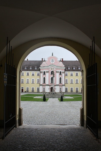 Kloster Metten: Tordurchfahrt zum Großen Klosterhof