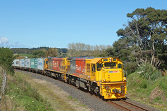 DFB 7322 and DXB 5051 on train 126 approaching Helensville (John Russell - NZ Trains) Tags: