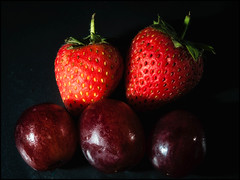 2017-218 Healthy Eating (Darren Wilkin) Tags: fruit strawberry strawberries grape grapes stayinghealthy healthyeating oneaday 365 macro macromondays