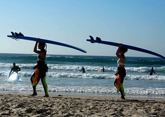 Surfistas (verridário) Tags: beach plage surf people praia peniche litoral sea mer mar oceano atlantico atlantique sony water sport playa girls women hijas femme