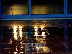 Against the tide (Jean-Luc Léopoldi) Tags: soir pluie gare portes reflets lumière intérieurextérieur secmouillé pavés dalles trottoir sidewalk