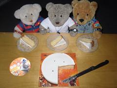 Want sum? (pefkosmad) Tags: teddy tedricstudmuffin ted bear nobbynomates nobby gingernutt ginger cake treat celebration starwars food